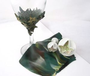 leaf wine glass