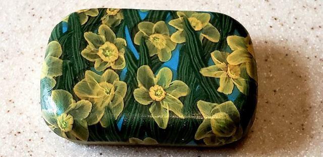 Daffodil tin